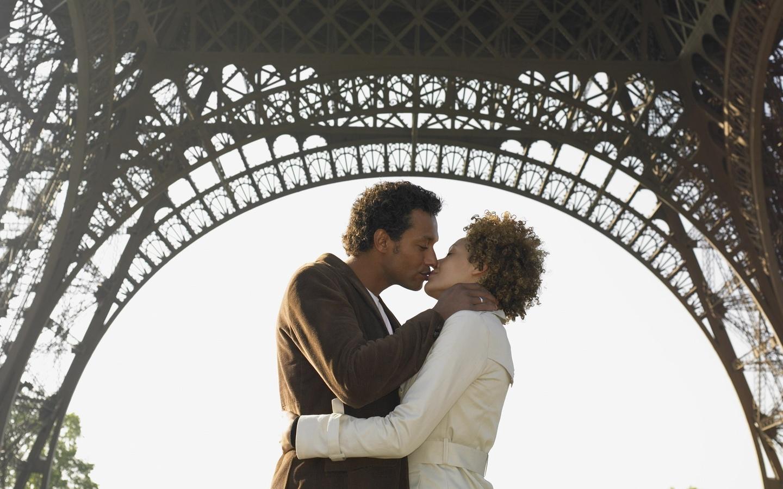 Поцелуй на мосту картинки