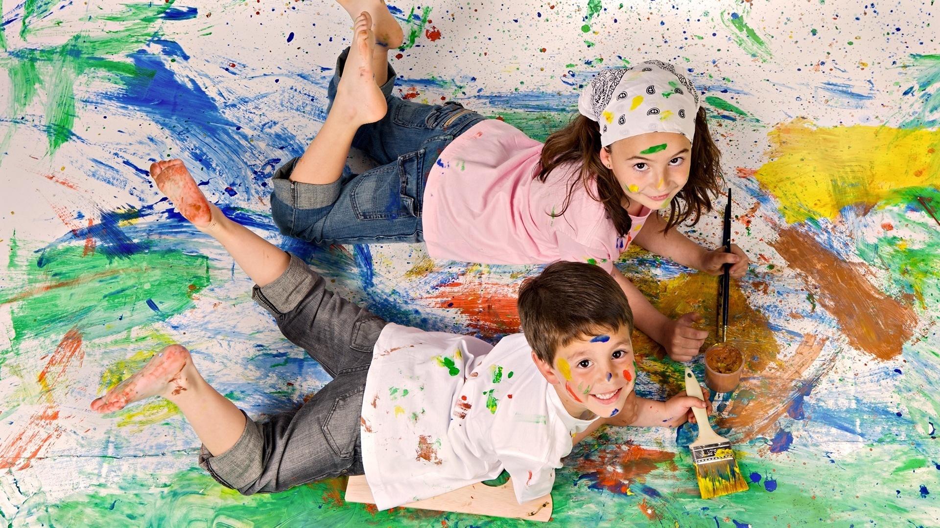 Дети которые рисуют картинки
