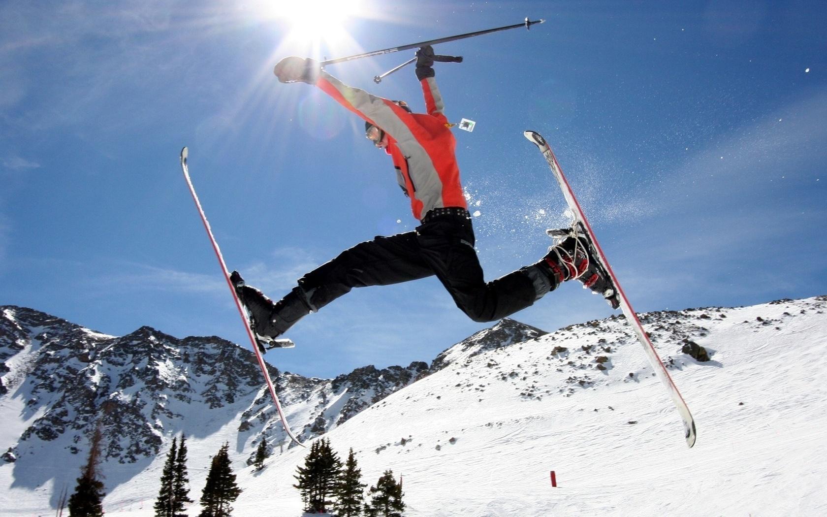 Картинка лыжник на горе