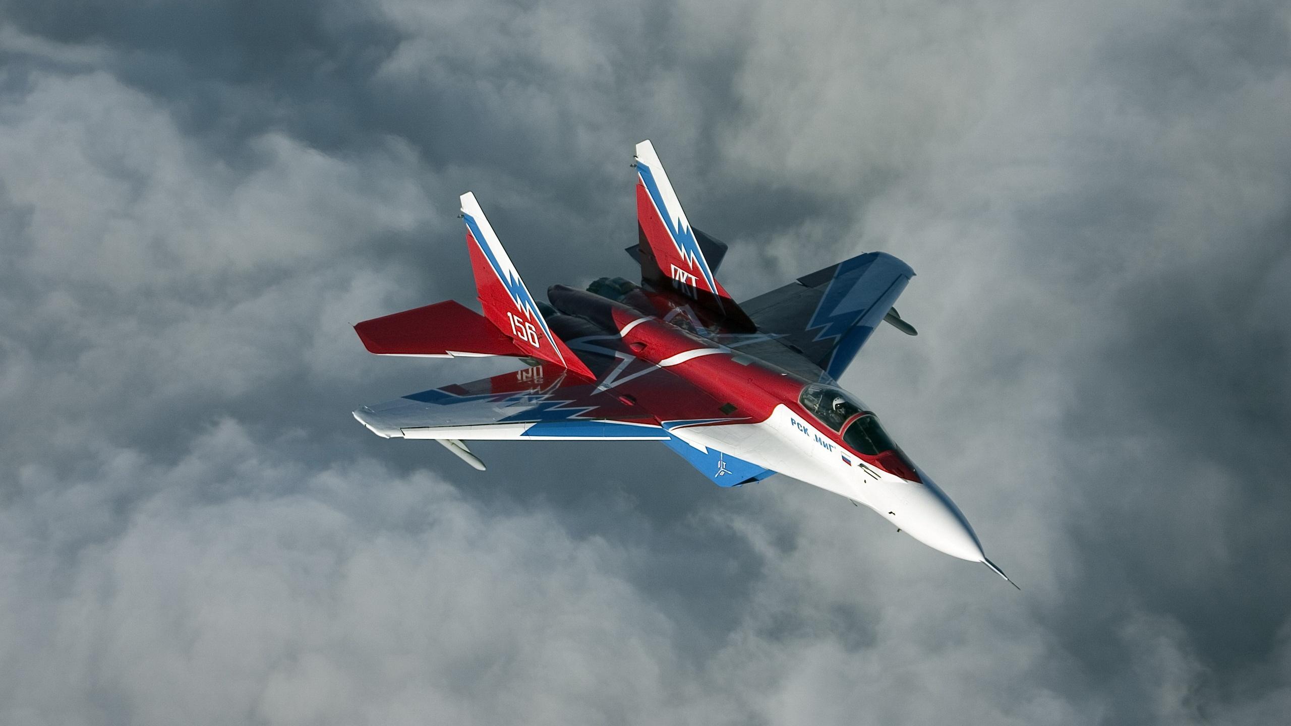 поговорим самолеты фотографии красивые военные парящие
