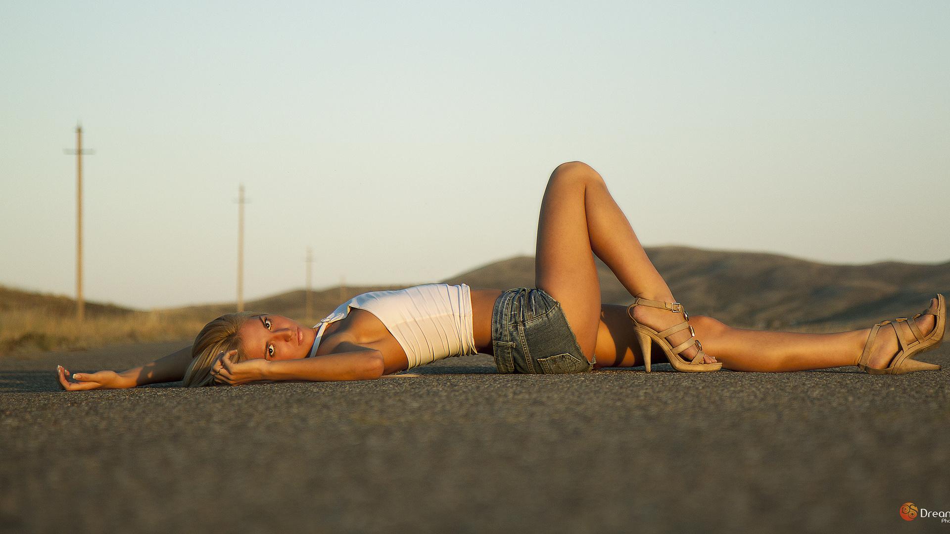 созерцая подобные картинка лежа на дороге свою очередь генеральный