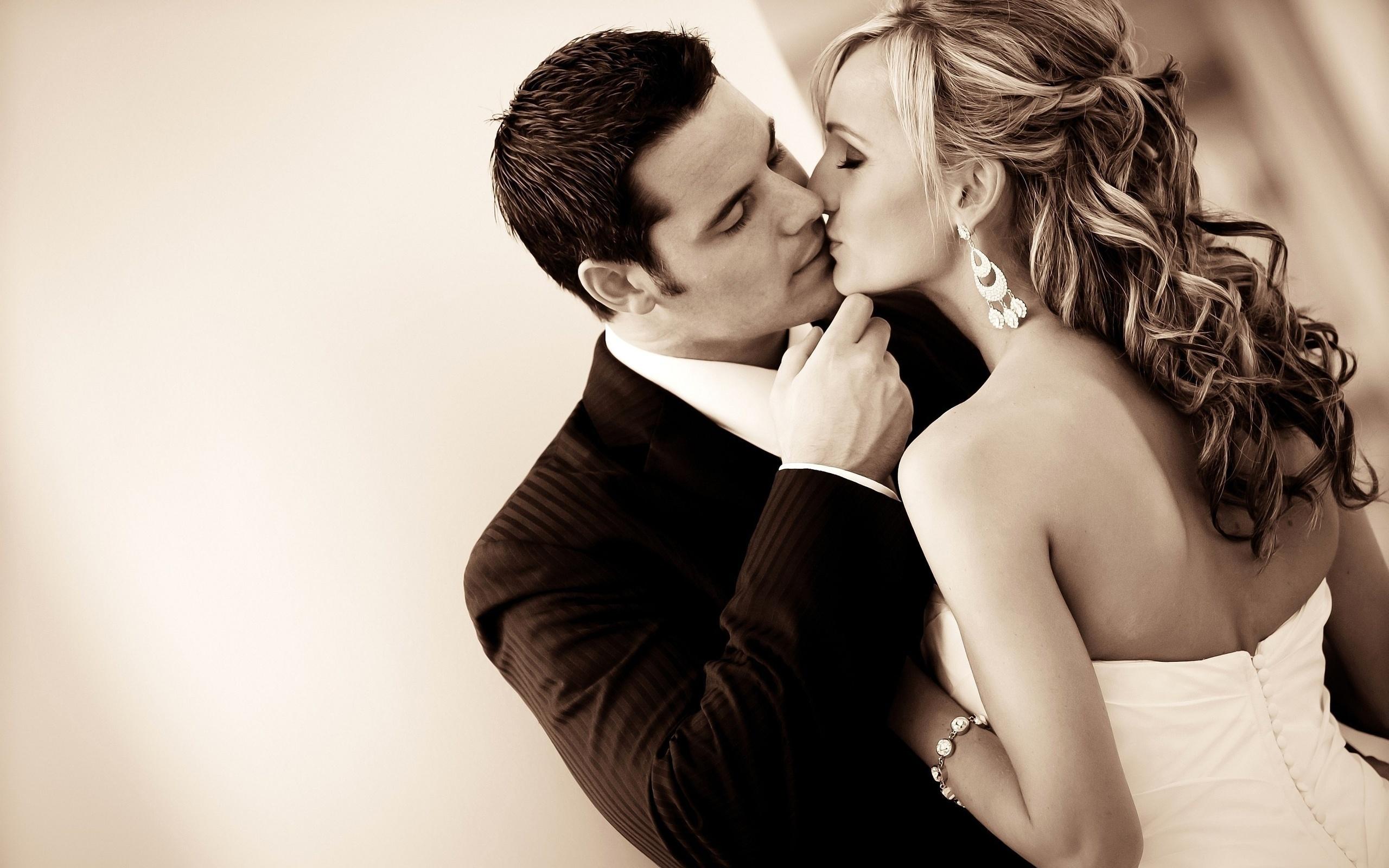 картинки игривый поцелуй этого