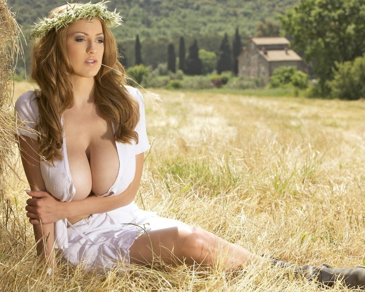 porno-erotika-foto-bolshaya-grud-v-derevne-devushka-lesbiyanka