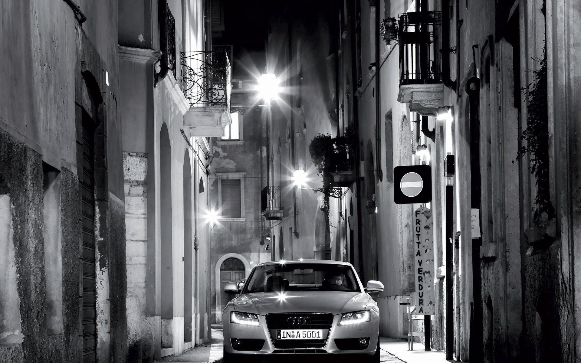 Картинка машины в черно белом цвете