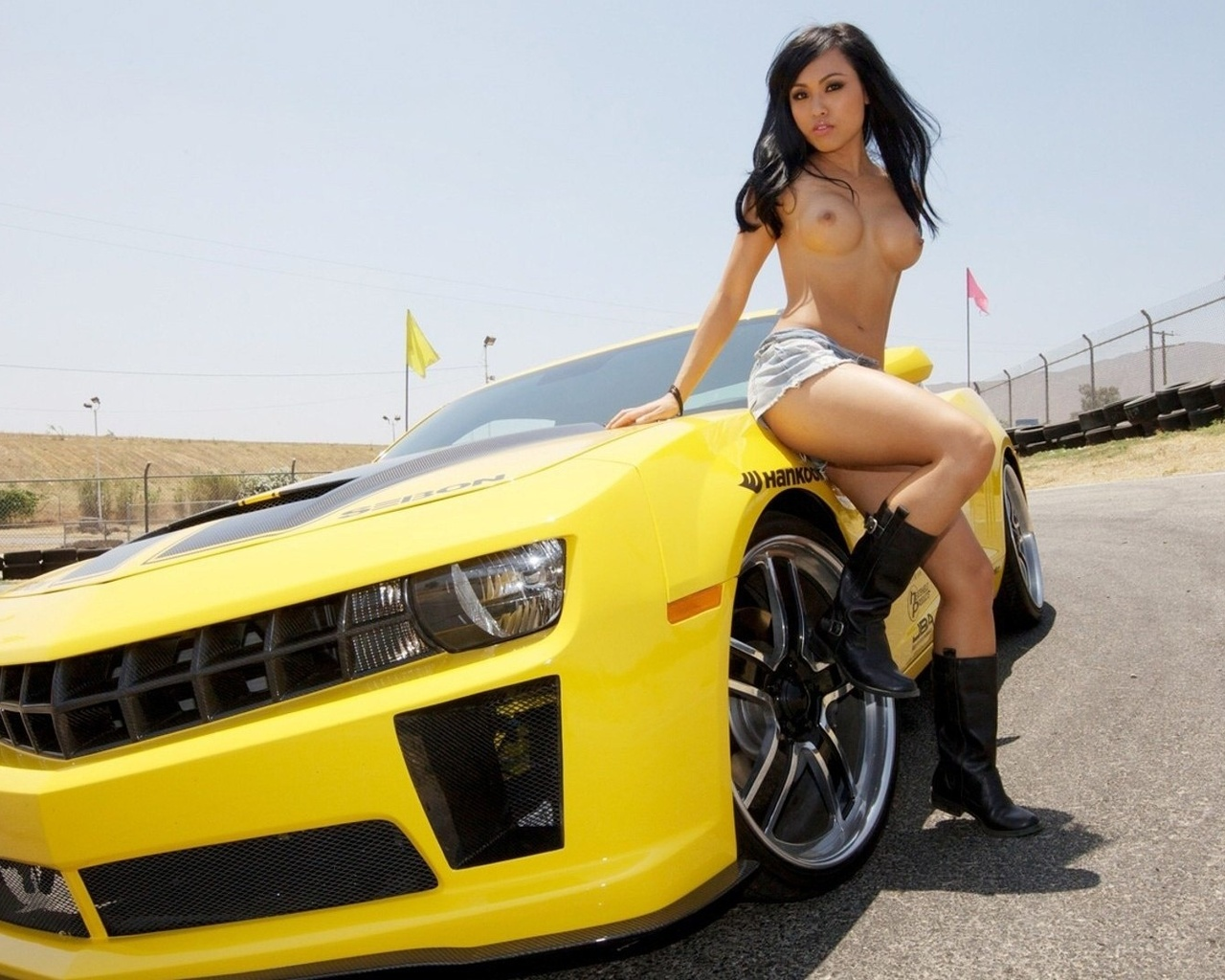 nude-car-import-girls