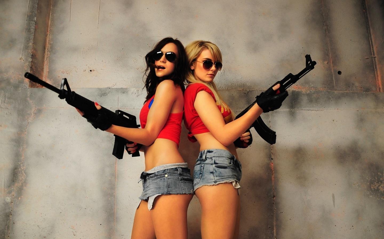 Прикольные картинки женщины с оружием, днем рождения девушкой