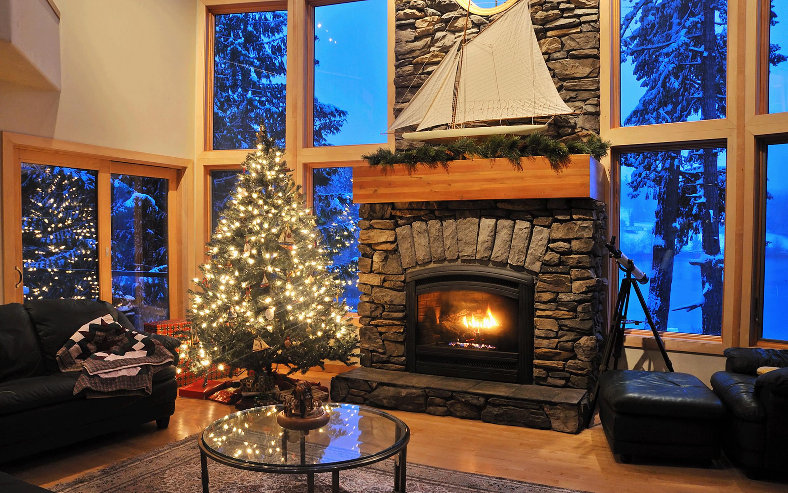 картинки с елкой и камином в доме фото нас