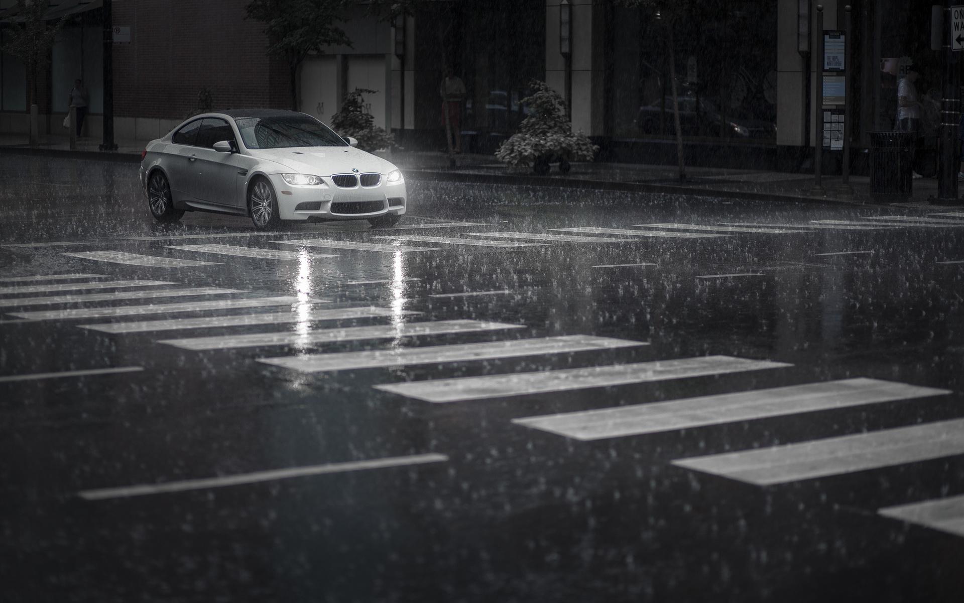 энг картинка машина едет в дождь рассказывает