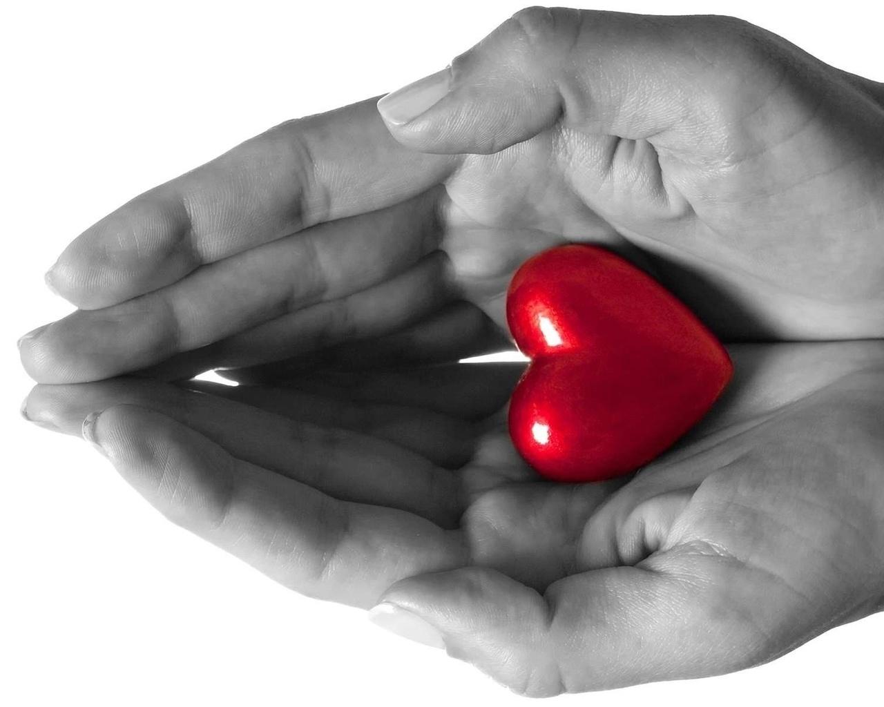 Картинка дарю сердце людям