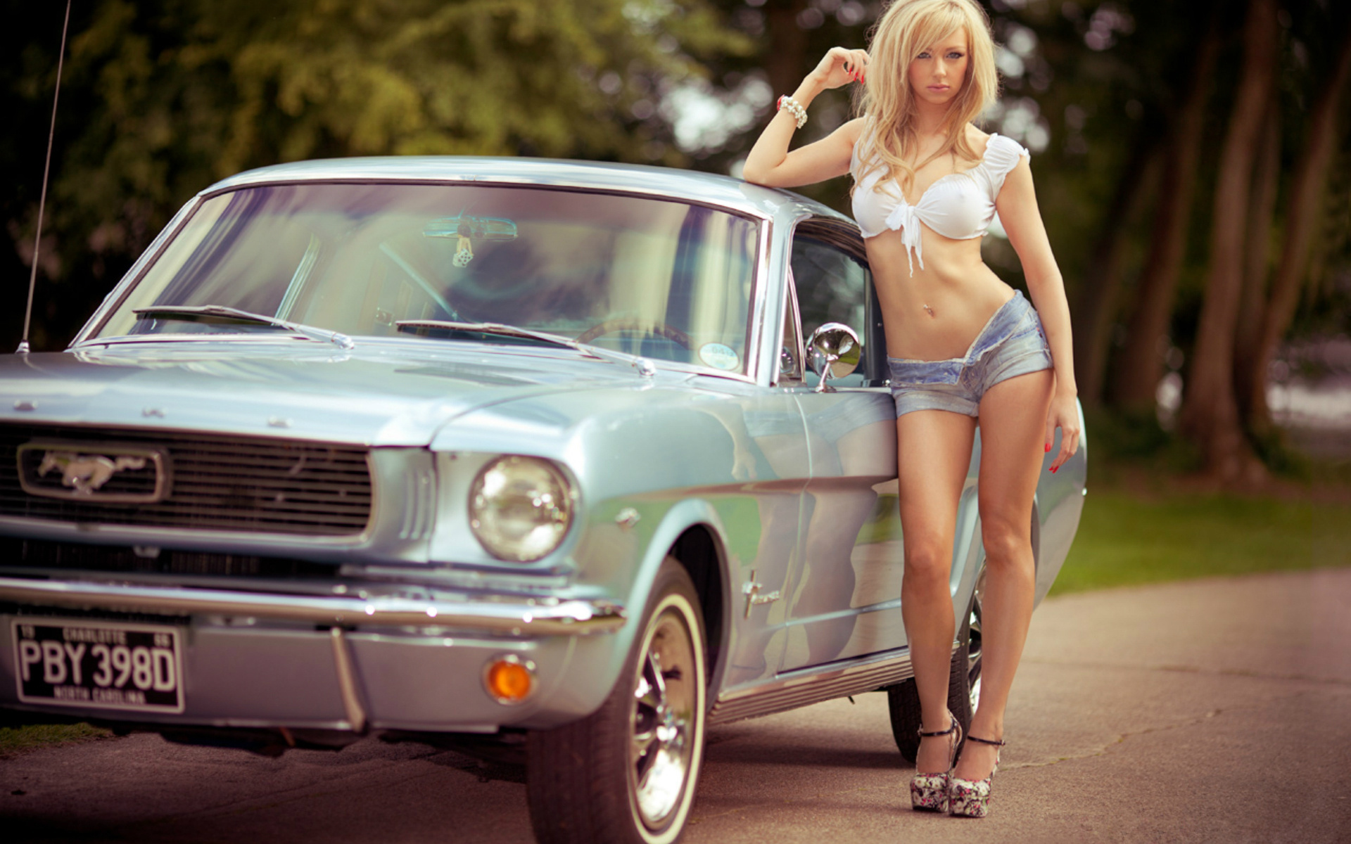 Sexy girls with hot cars