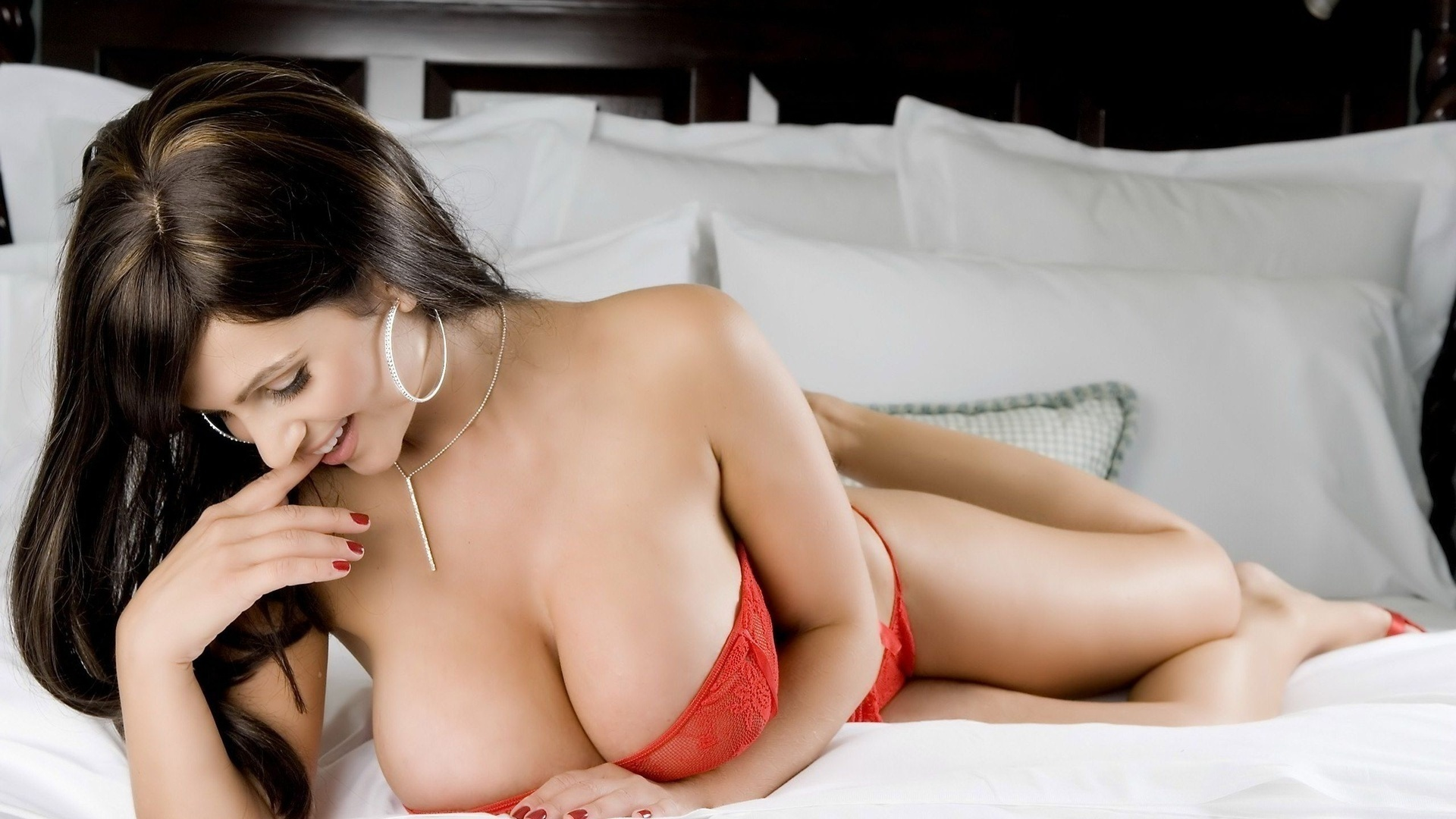Brunettes breasts