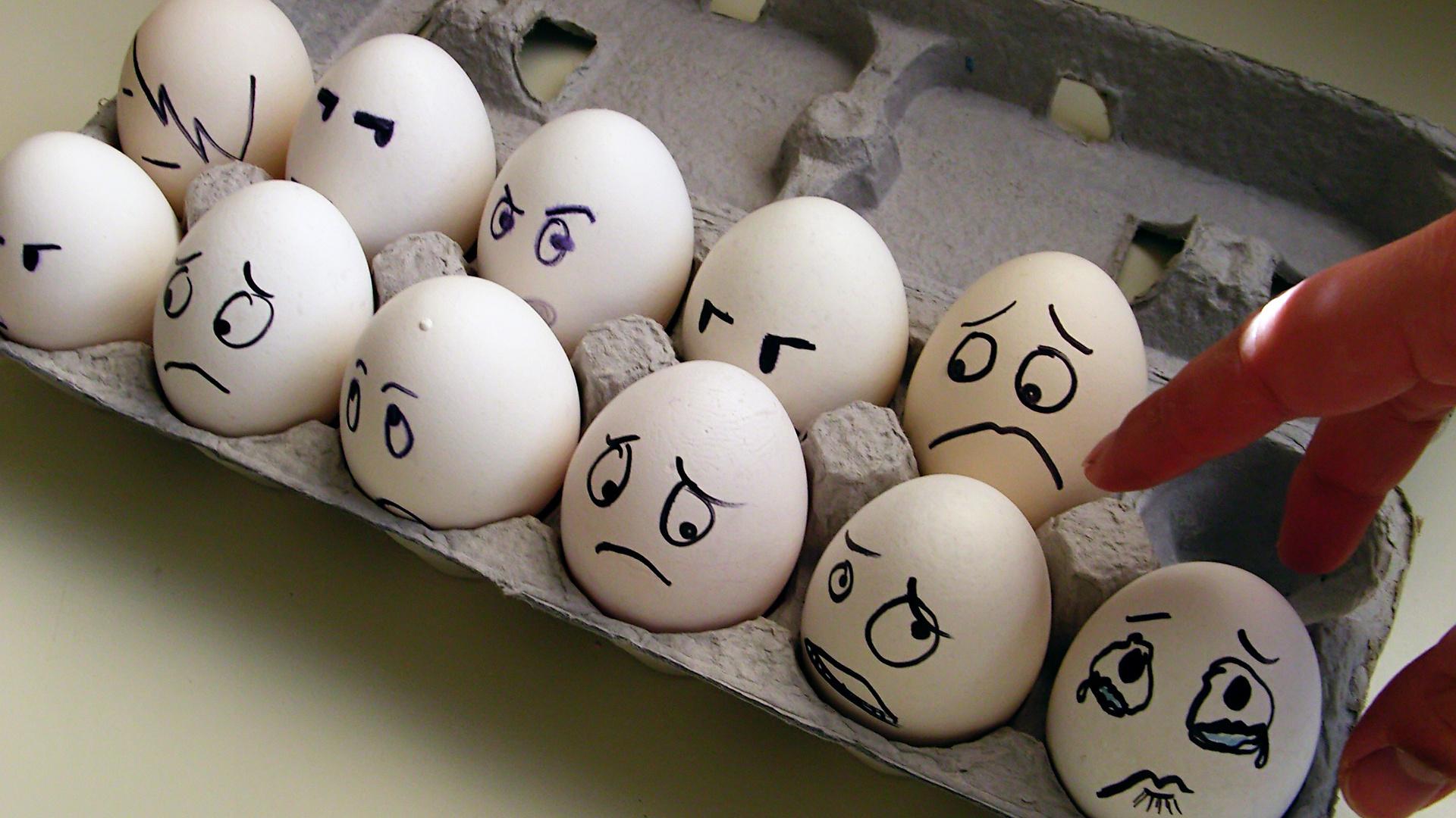 Веселые картинки на яйцах