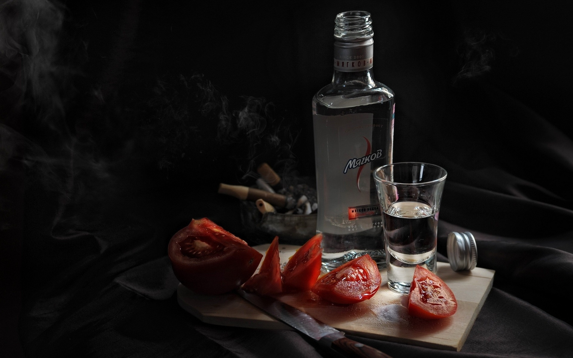 Картинка бутылка и рюмка водки