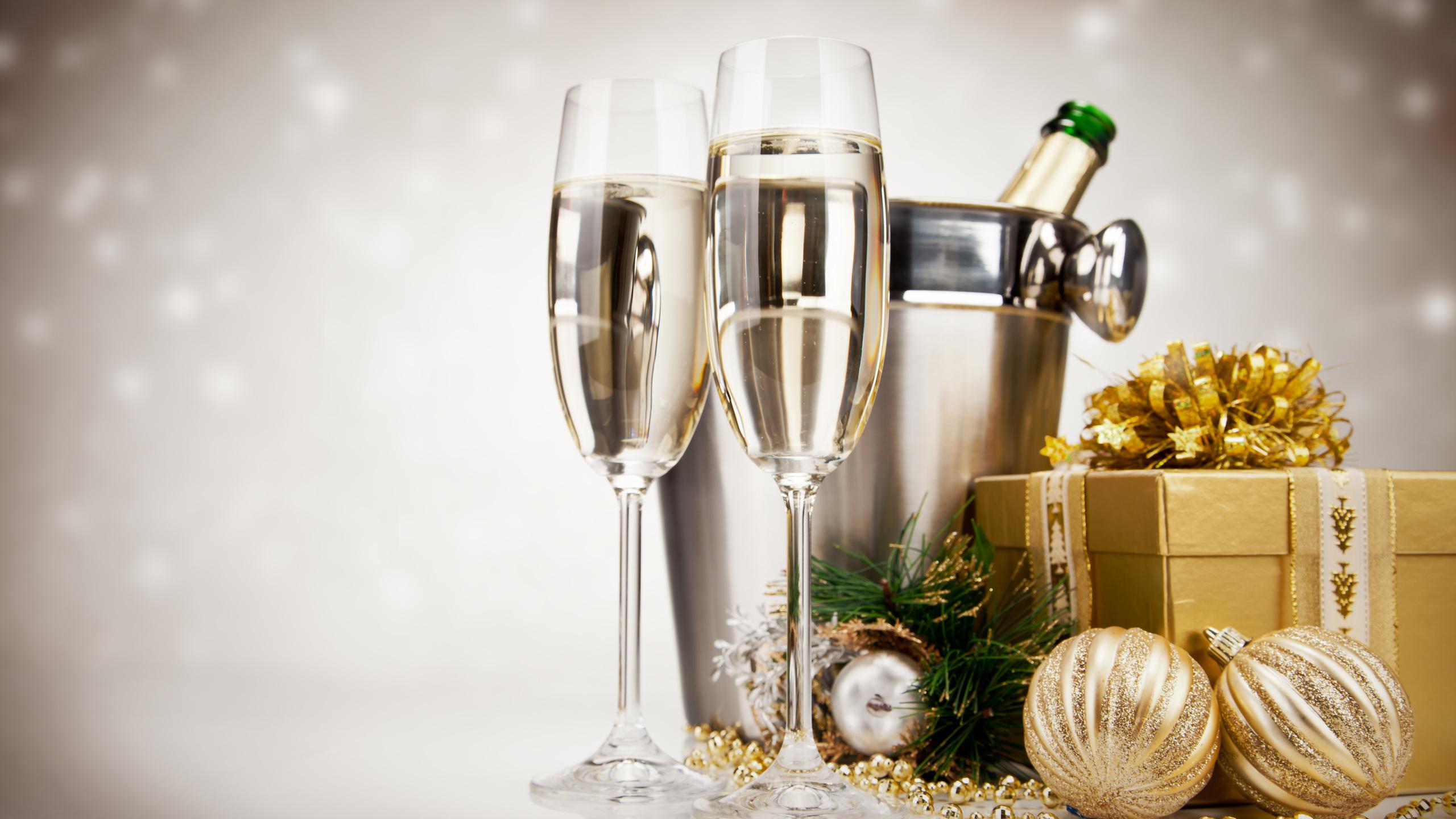 картинки с подарками и шампанским озера каташи небольшой