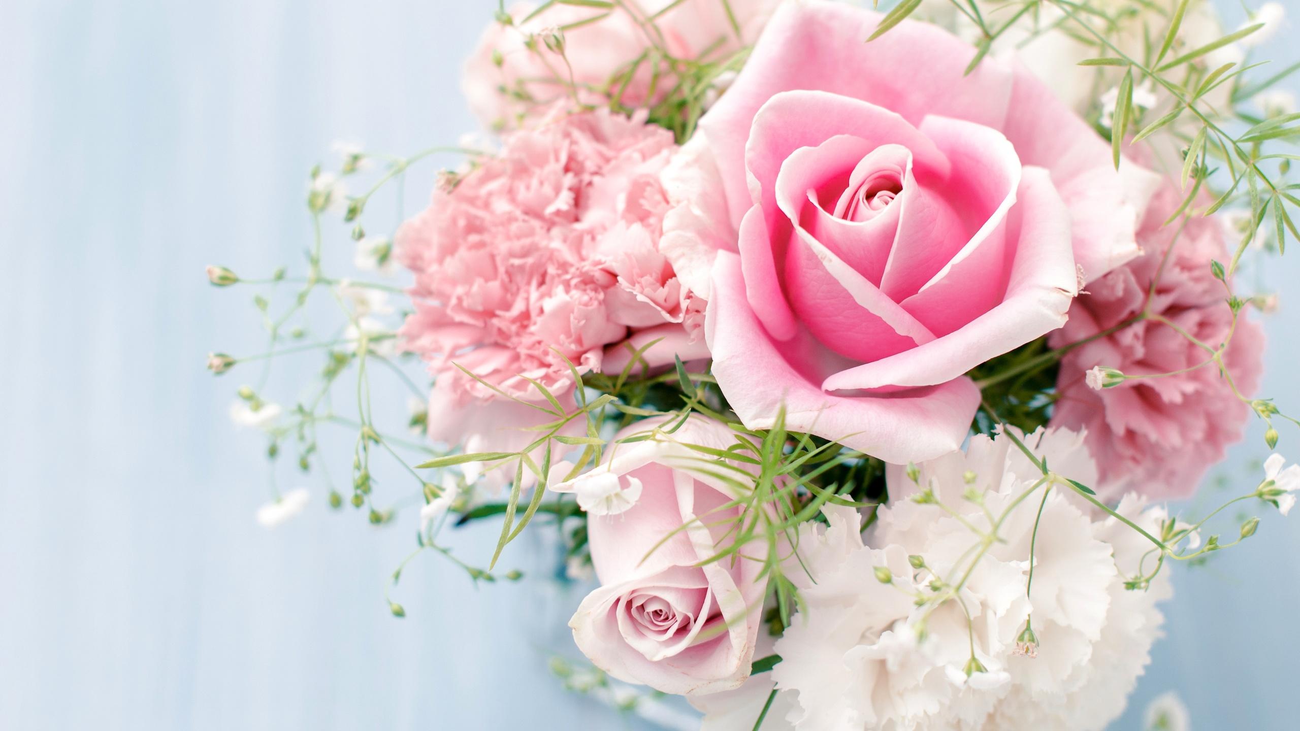 Открытка с розовыми розами с днем рождения