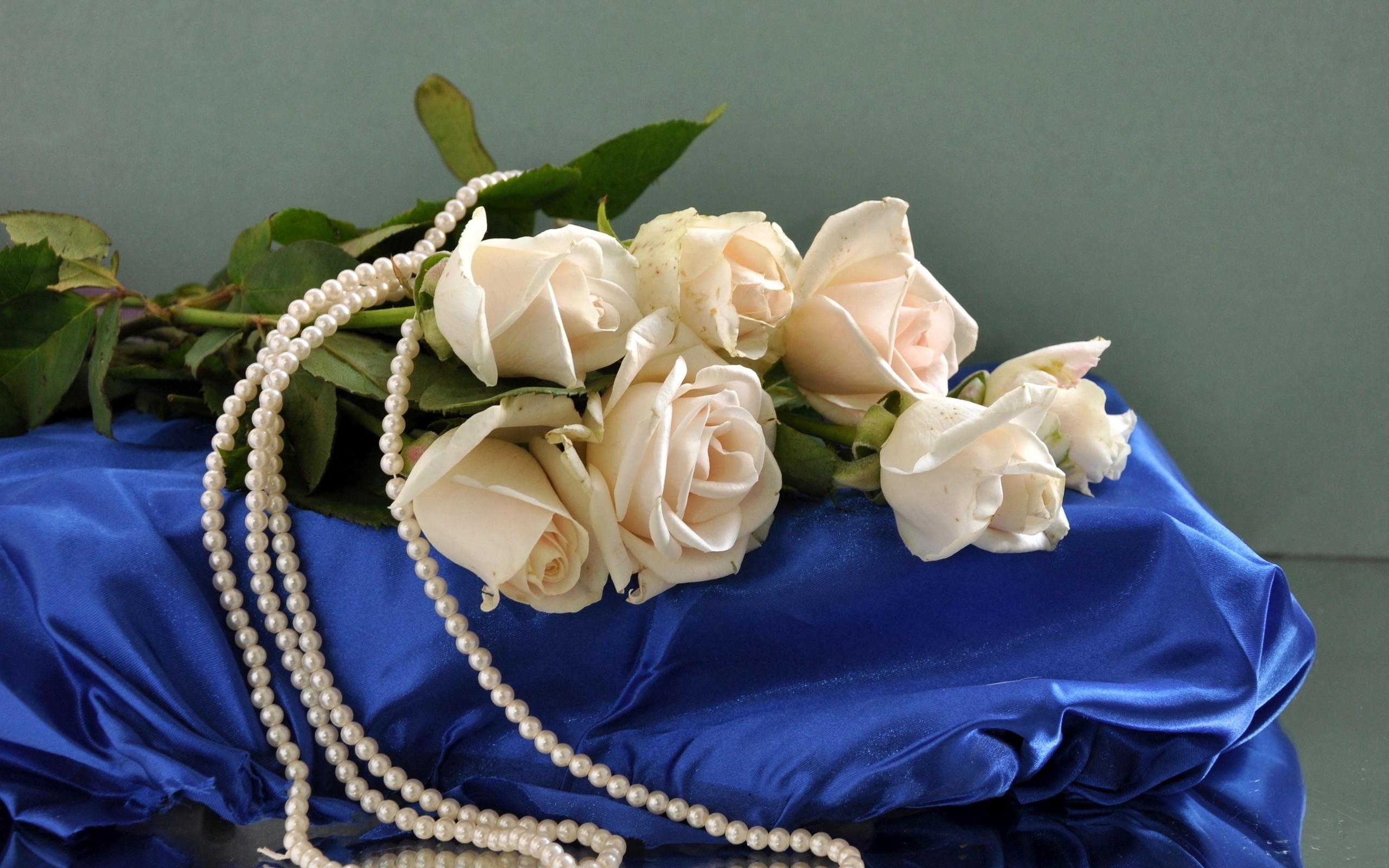 реальности открытки жемчуг и цветы женщины