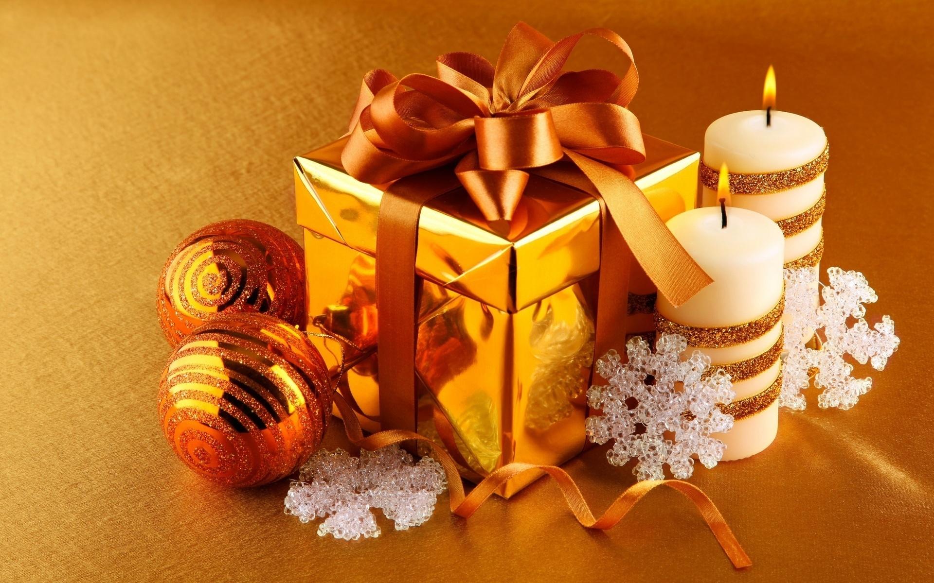 такие без картинки с новогодними подарками широкие