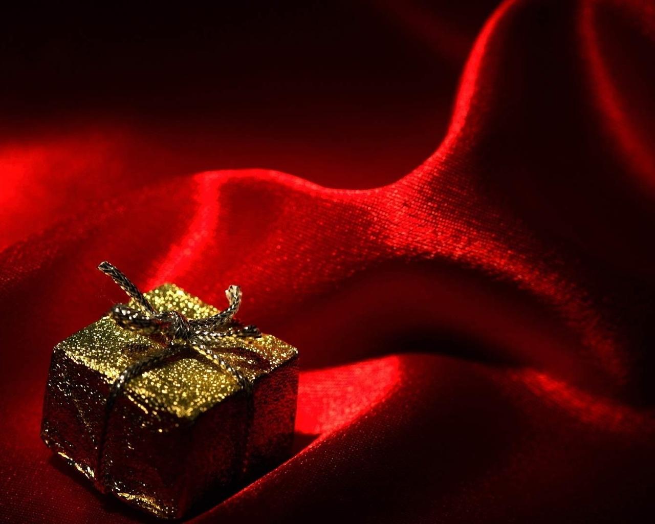 Картинка на красном фоне подарок
