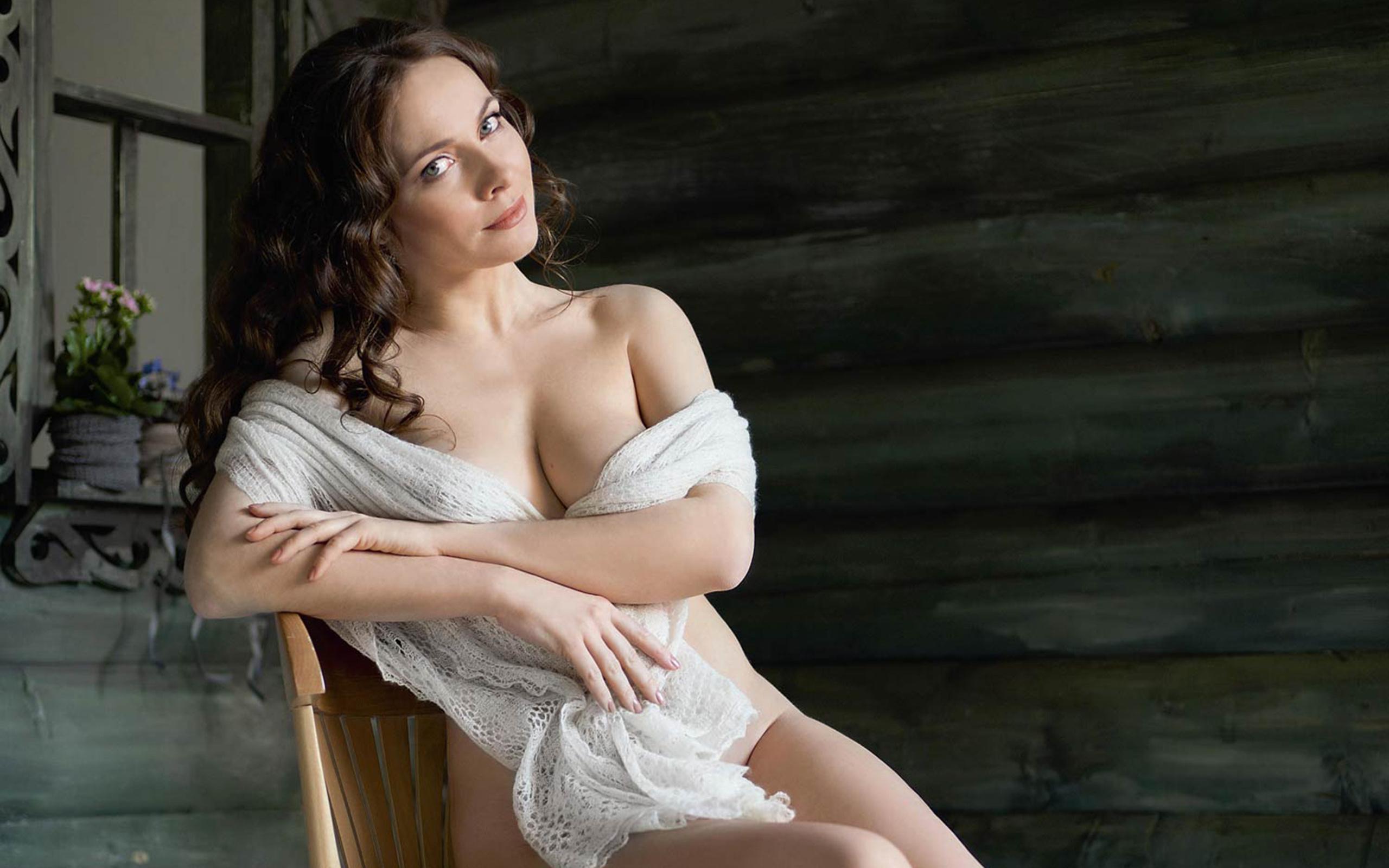 видео российские голые актрисы руках девочки был