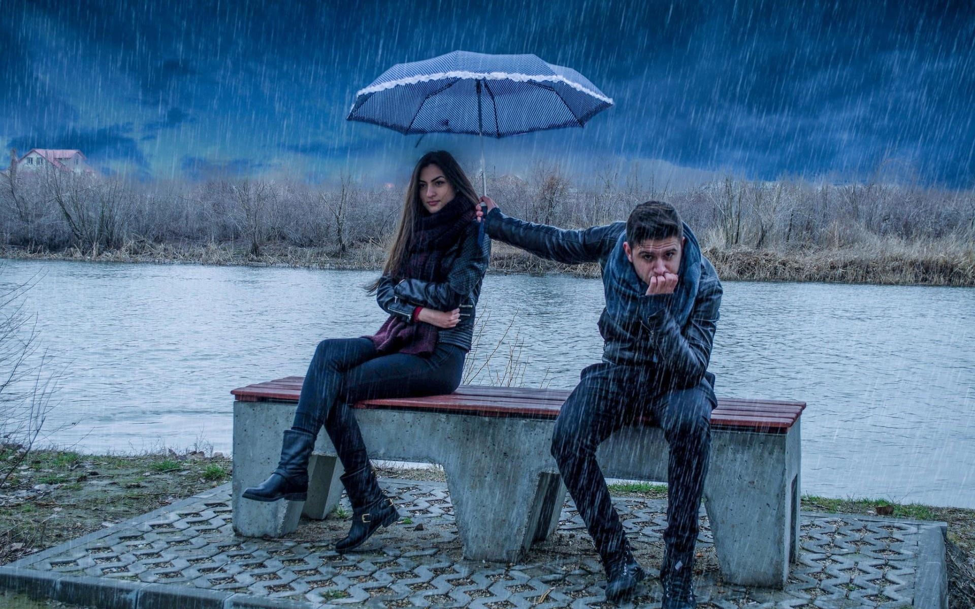 Картинки парень и девушка и дождь