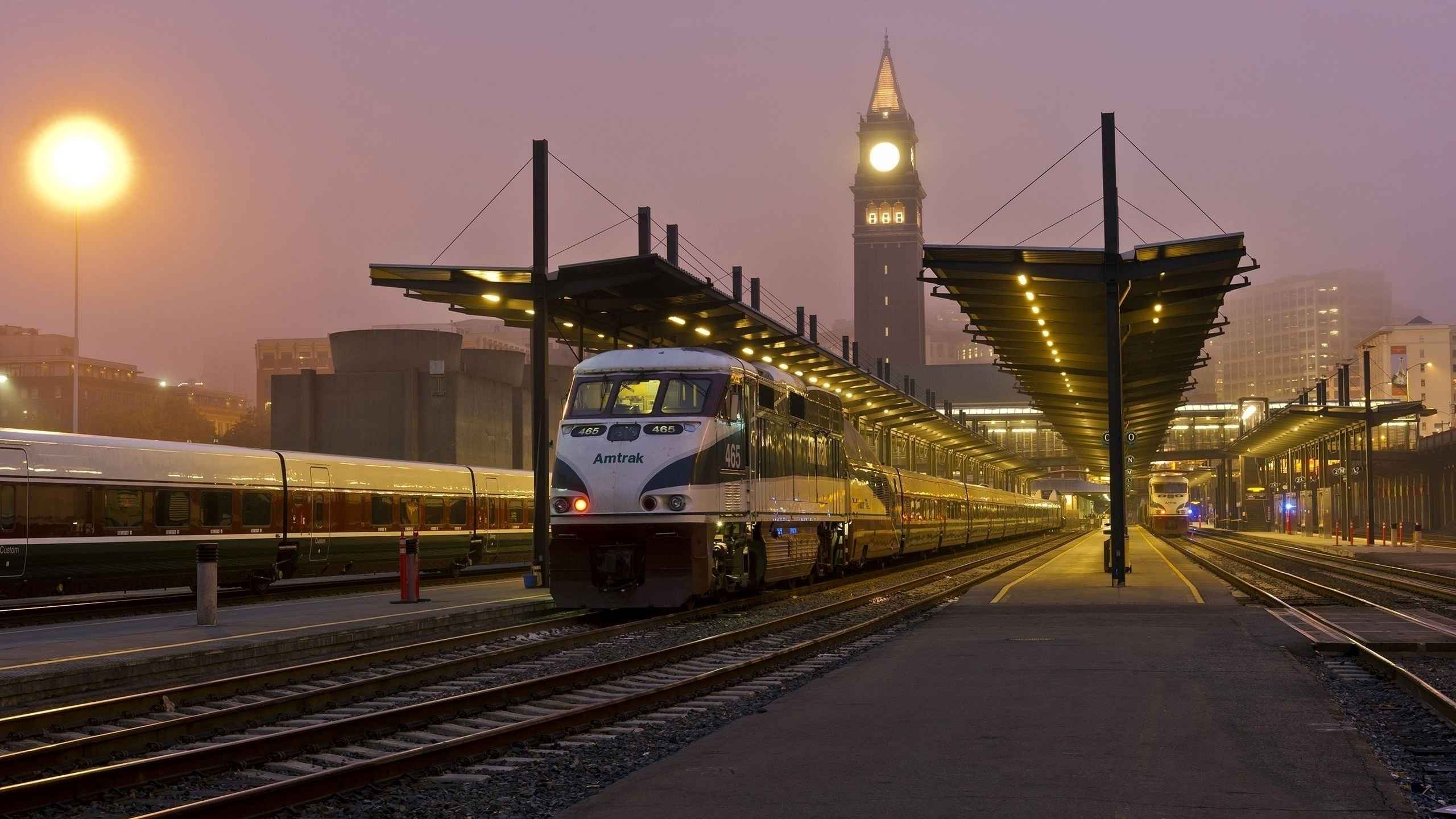срок става поезда на вокзале обои и картинки она