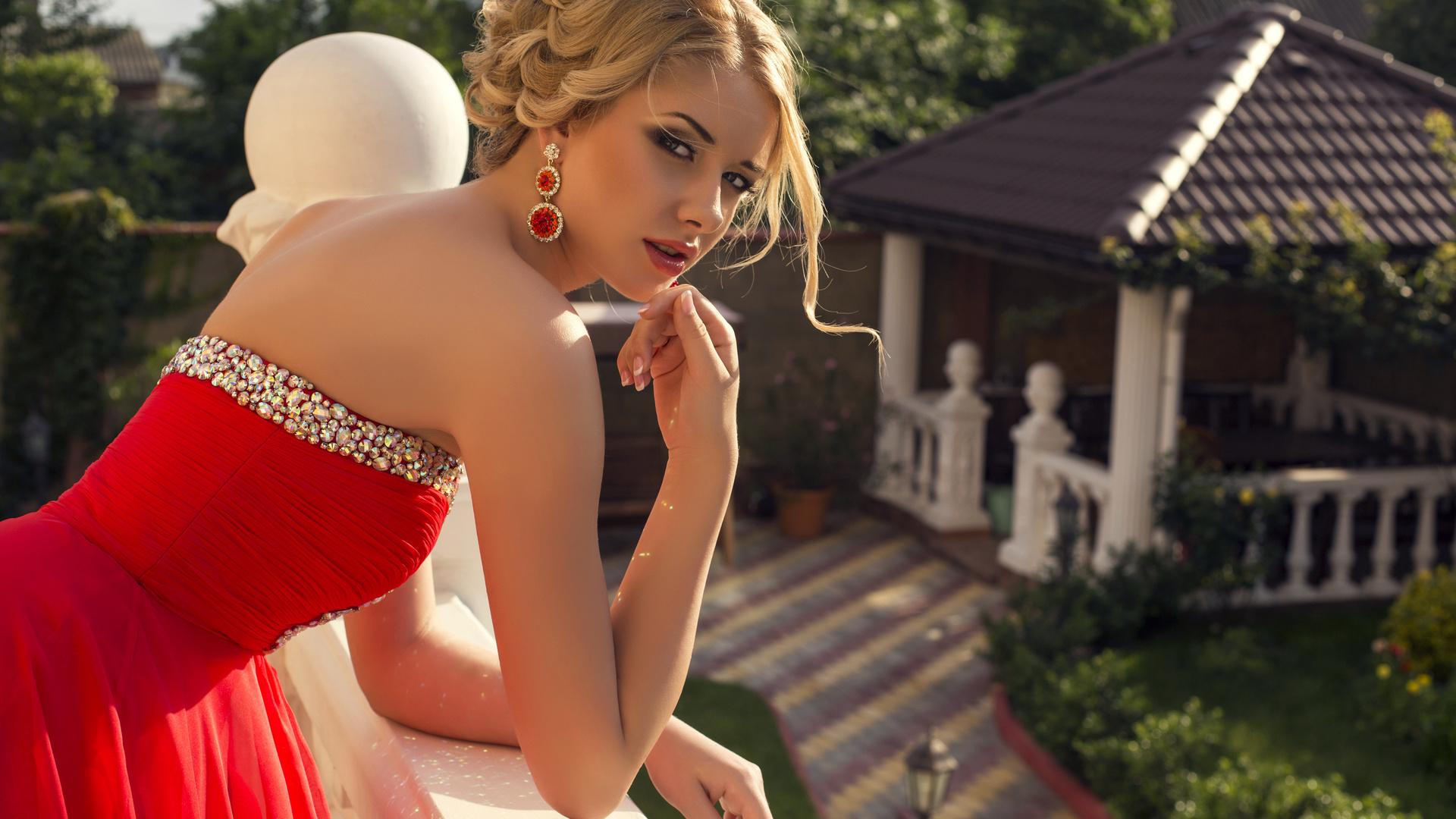 Красивые девушки в красивых нарядах с красавицами 13