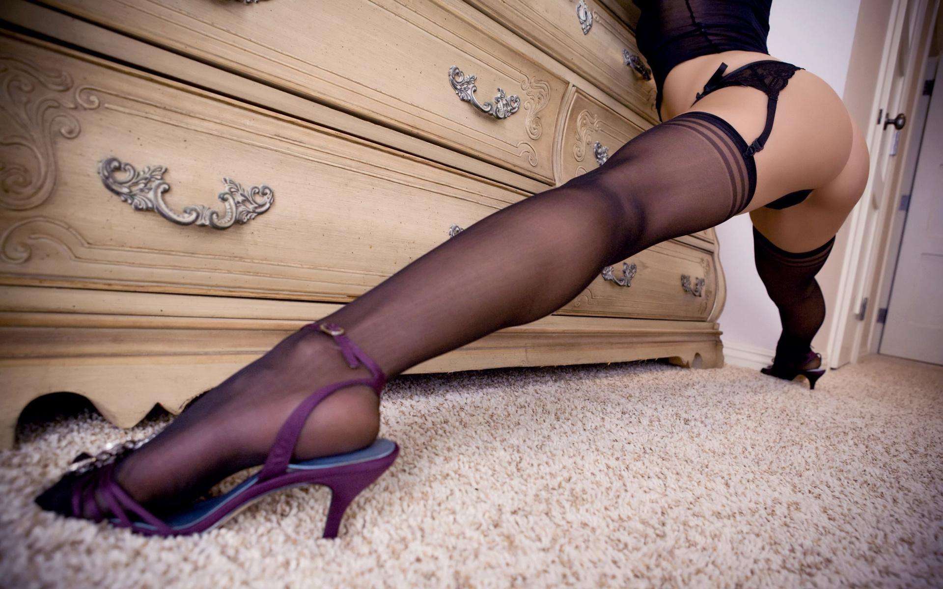 эротичные сильные ножки в чулочках - 10