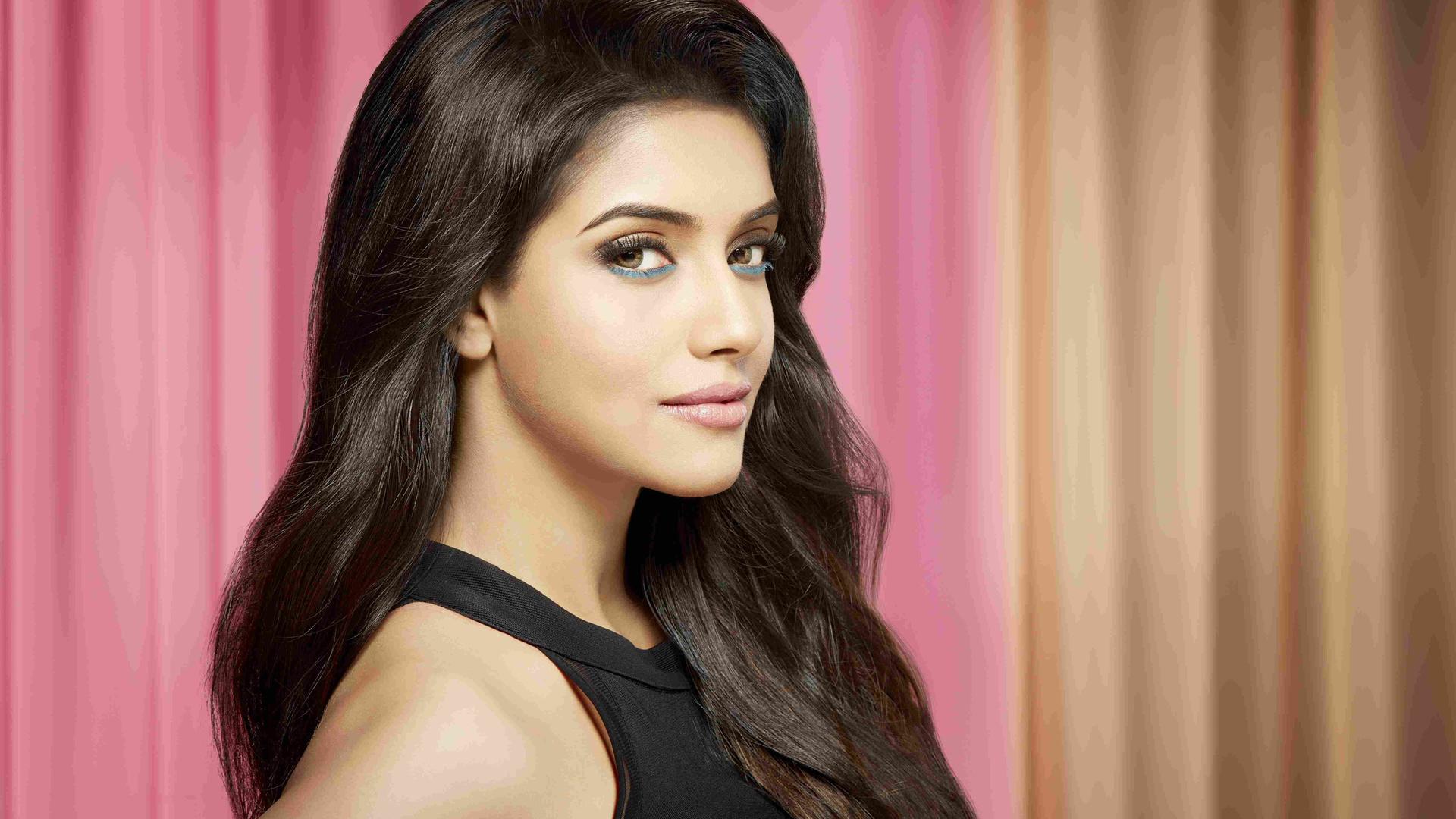 обои картинки индийские актрисы лентами сердечки