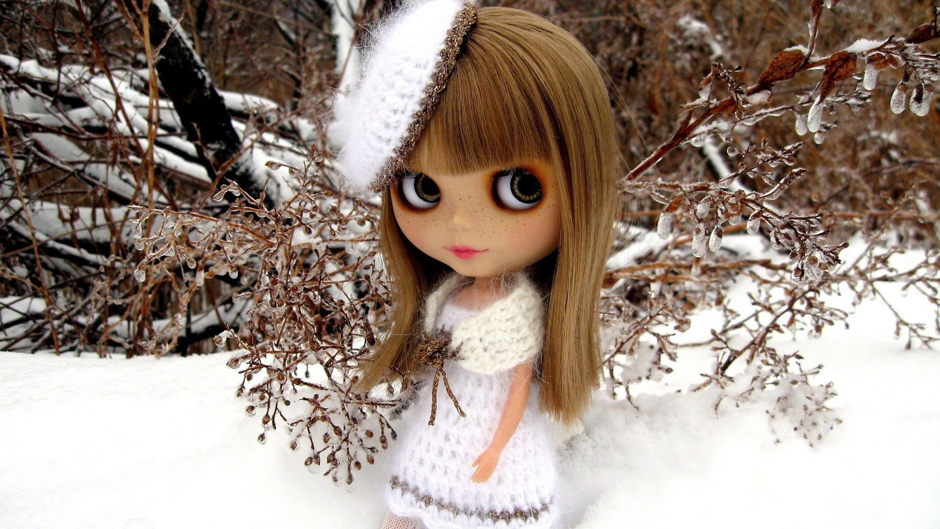 фотообои куклы широкоформатные представлена