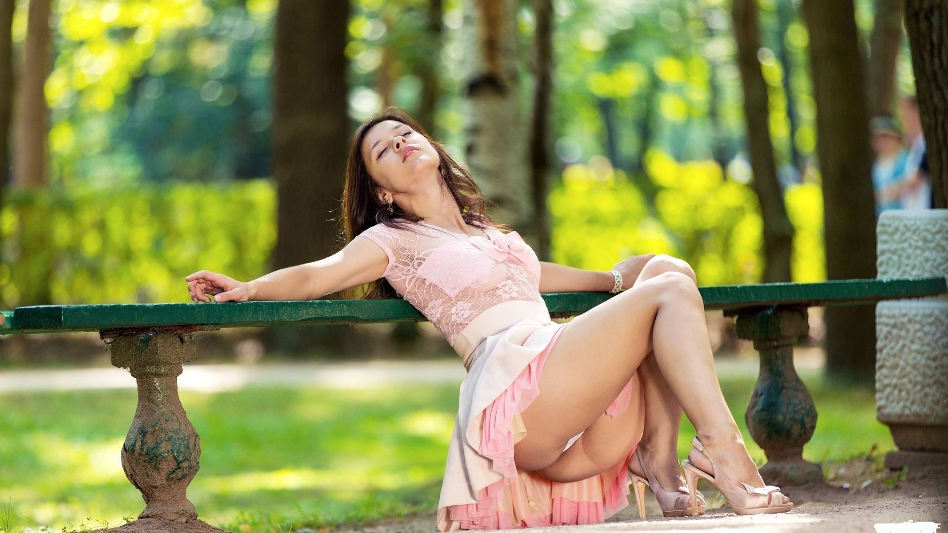 Эротика фото в парке — img 9