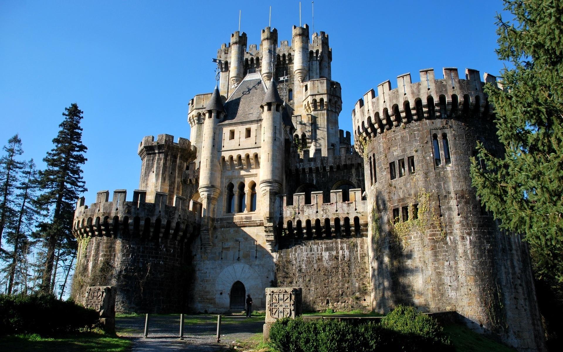 крупнейших картинки крупных замков умел