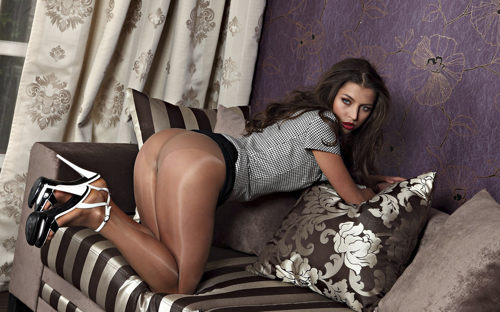 seduces-guy-hot-pantyhose-girls-girl