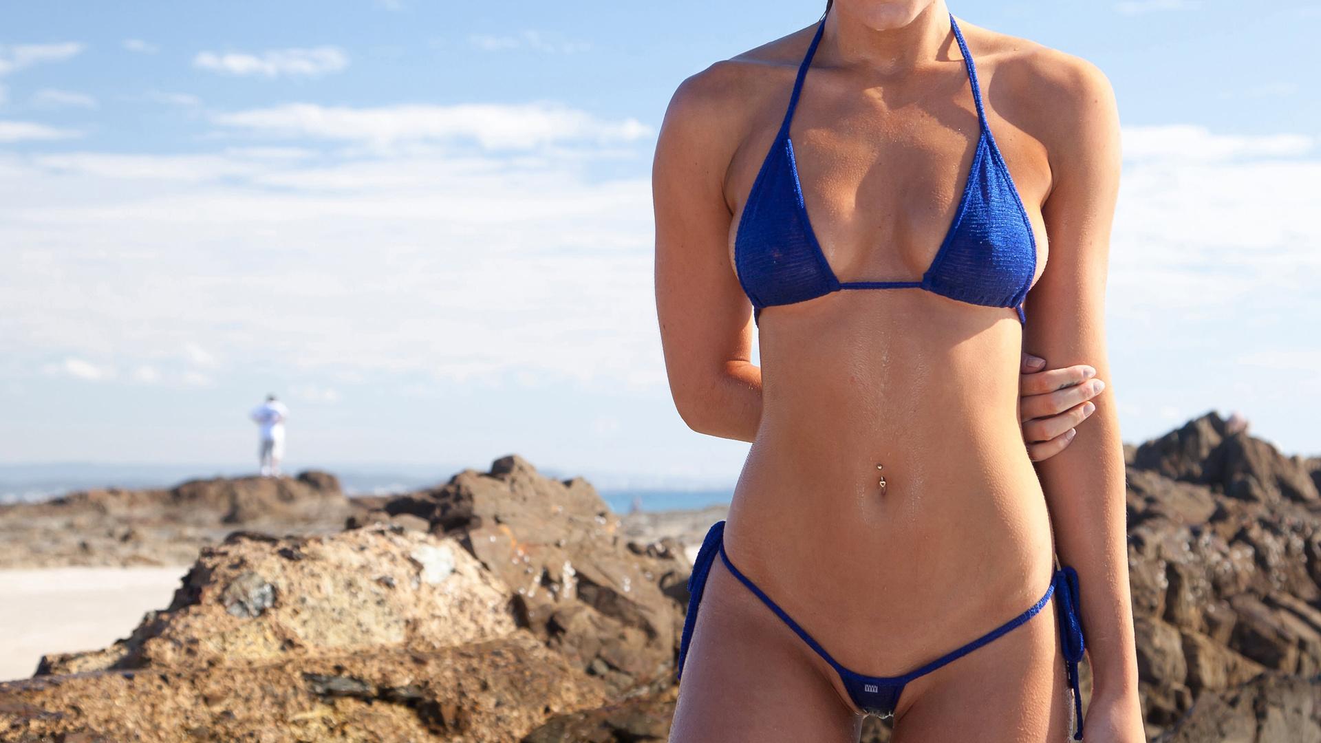 Фото прозрачных купальников на пляже — 9