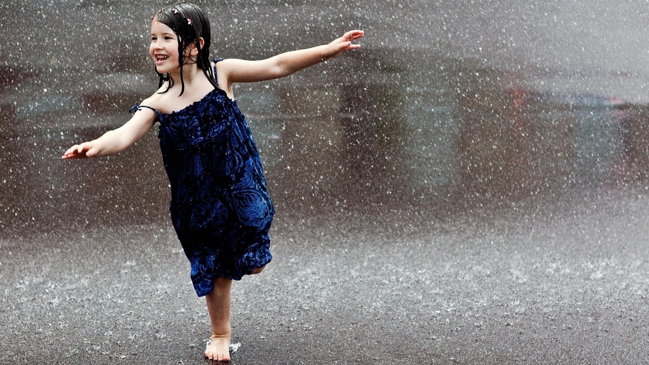 Картинки с надписями девушка под дождем, двигающие своими