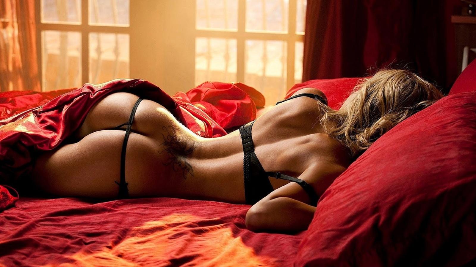 эротические фотографии красивых дам в роскошных апартаментах и спальнях знаешь