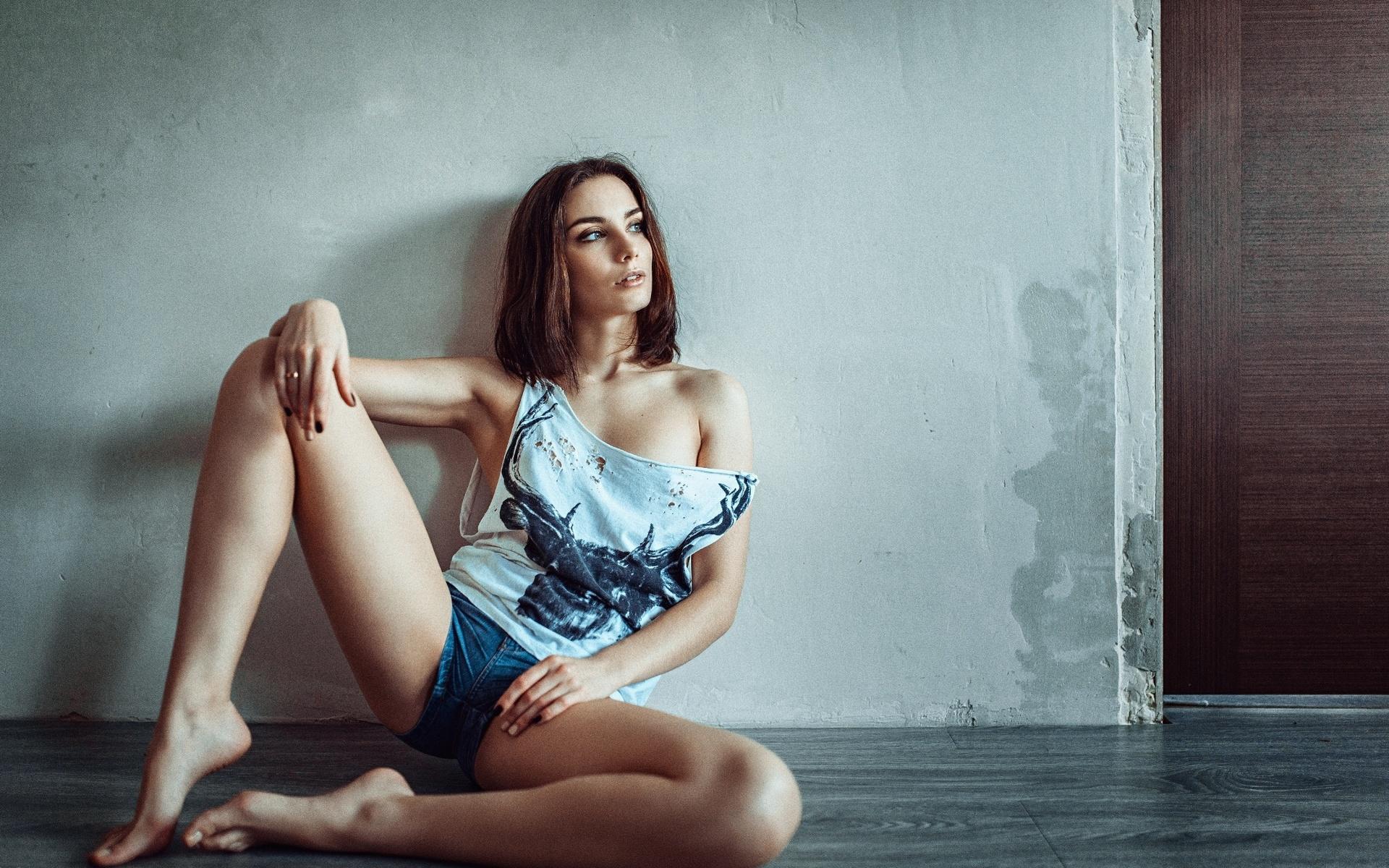 Раздвинутые колени девушки, Русская женщина раздвинула ноги и получает оргазм 22 фотография
