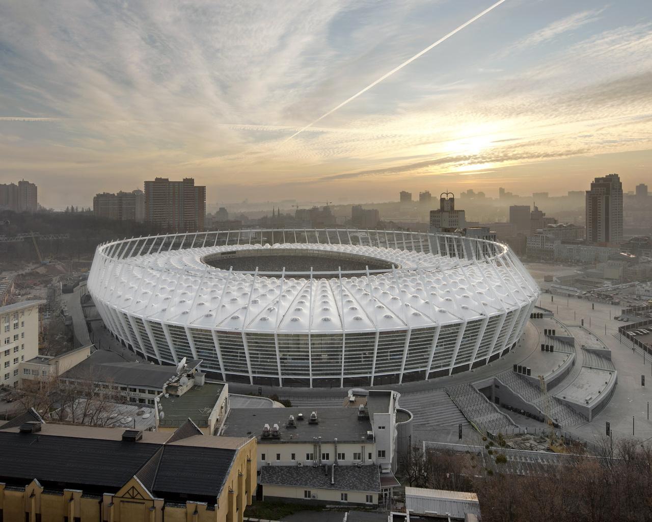 стадион в киеве картинки люди перед походом