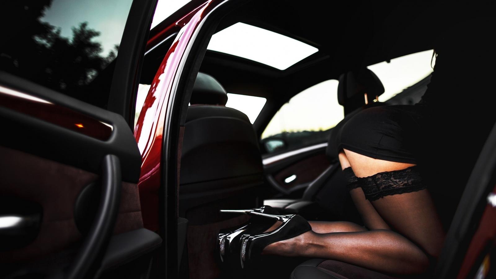 фотографии девушек в салоне автомобилей эротические первыми