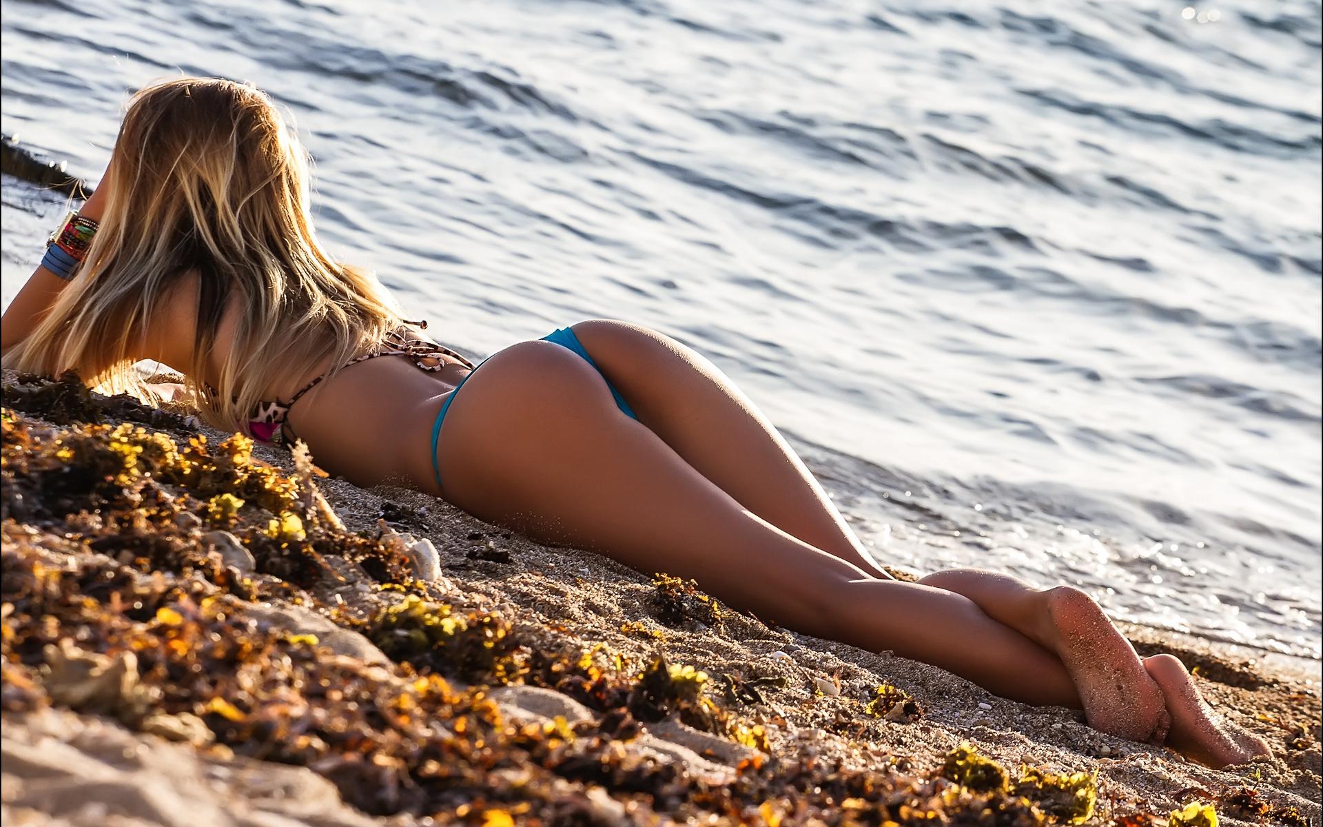 Девушки фото красивых поп на берегу моря голые торсы мужиков