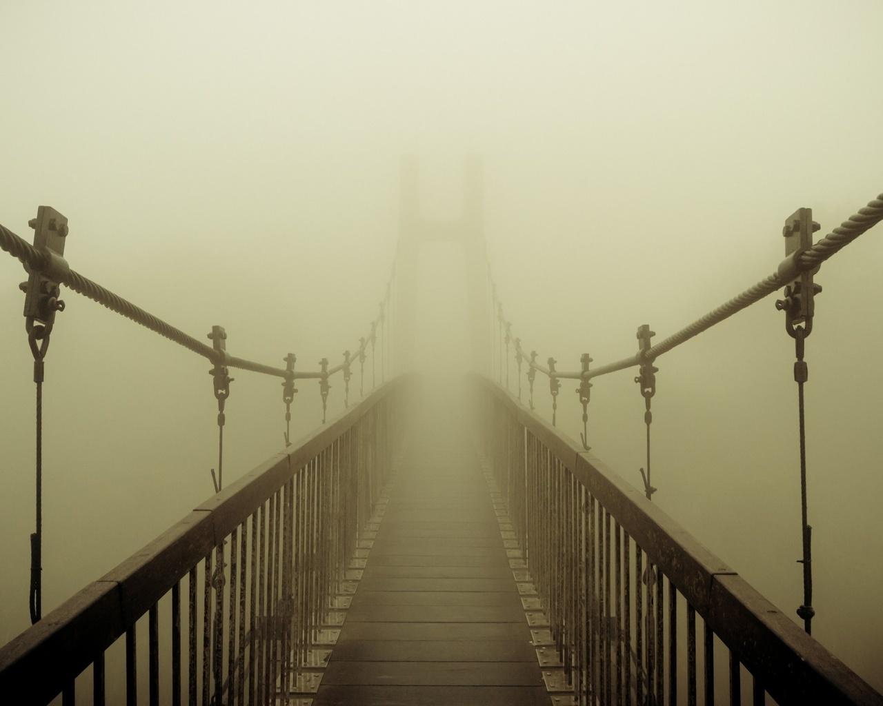 сегодня выглядят фотообои подвесной мост в тумане можете