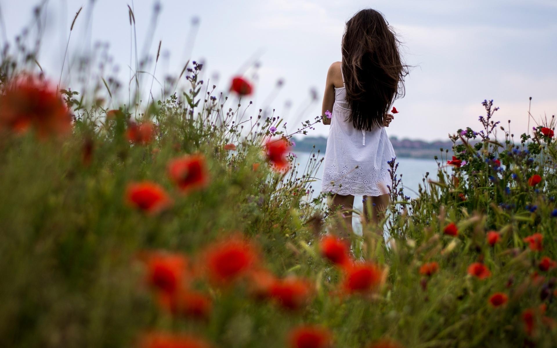 Картинки девушка в цветах спиной, анна картинки буквам