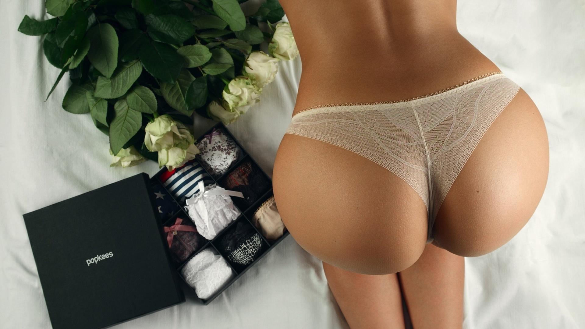 devushki-v-stringah-i-trusikah-foto-eroticheskie-rodi-bolshoy
