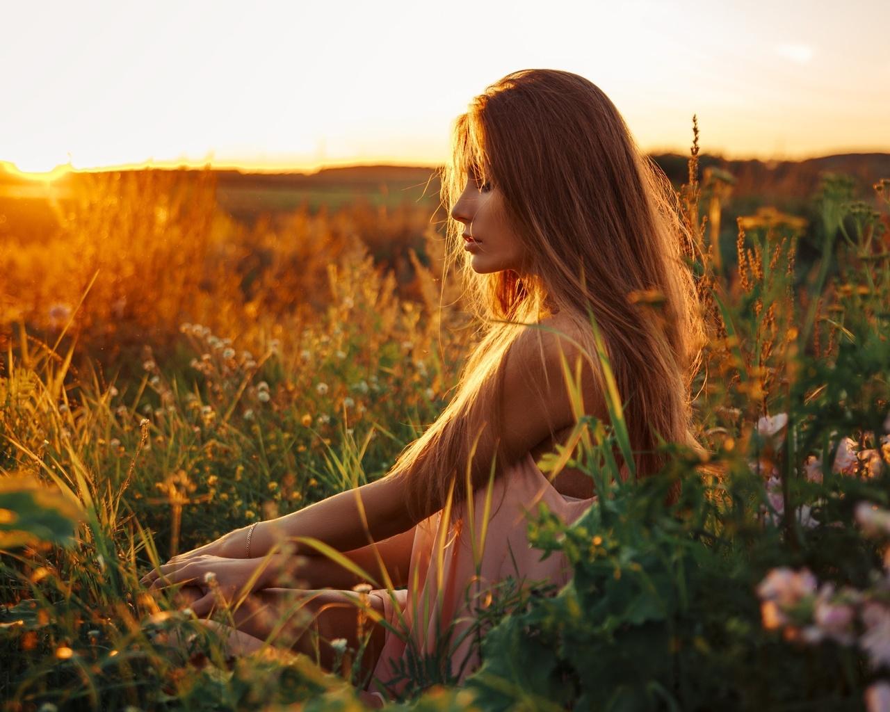 Картинки девушка и поле