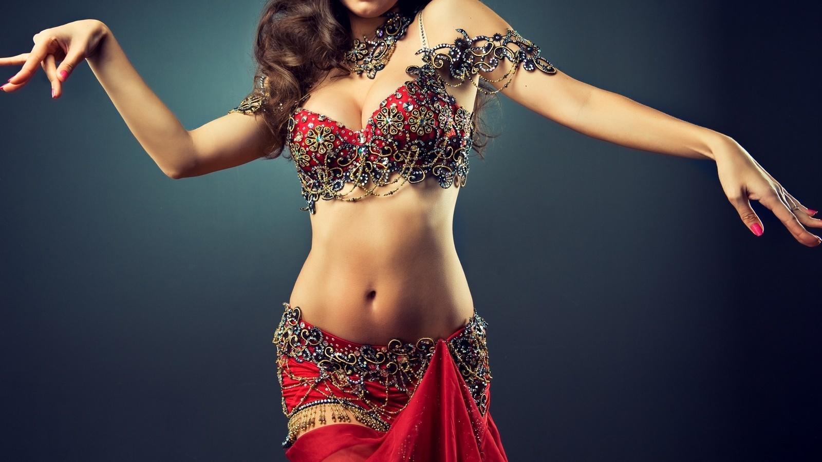 индийская девушка с красивой фигурой