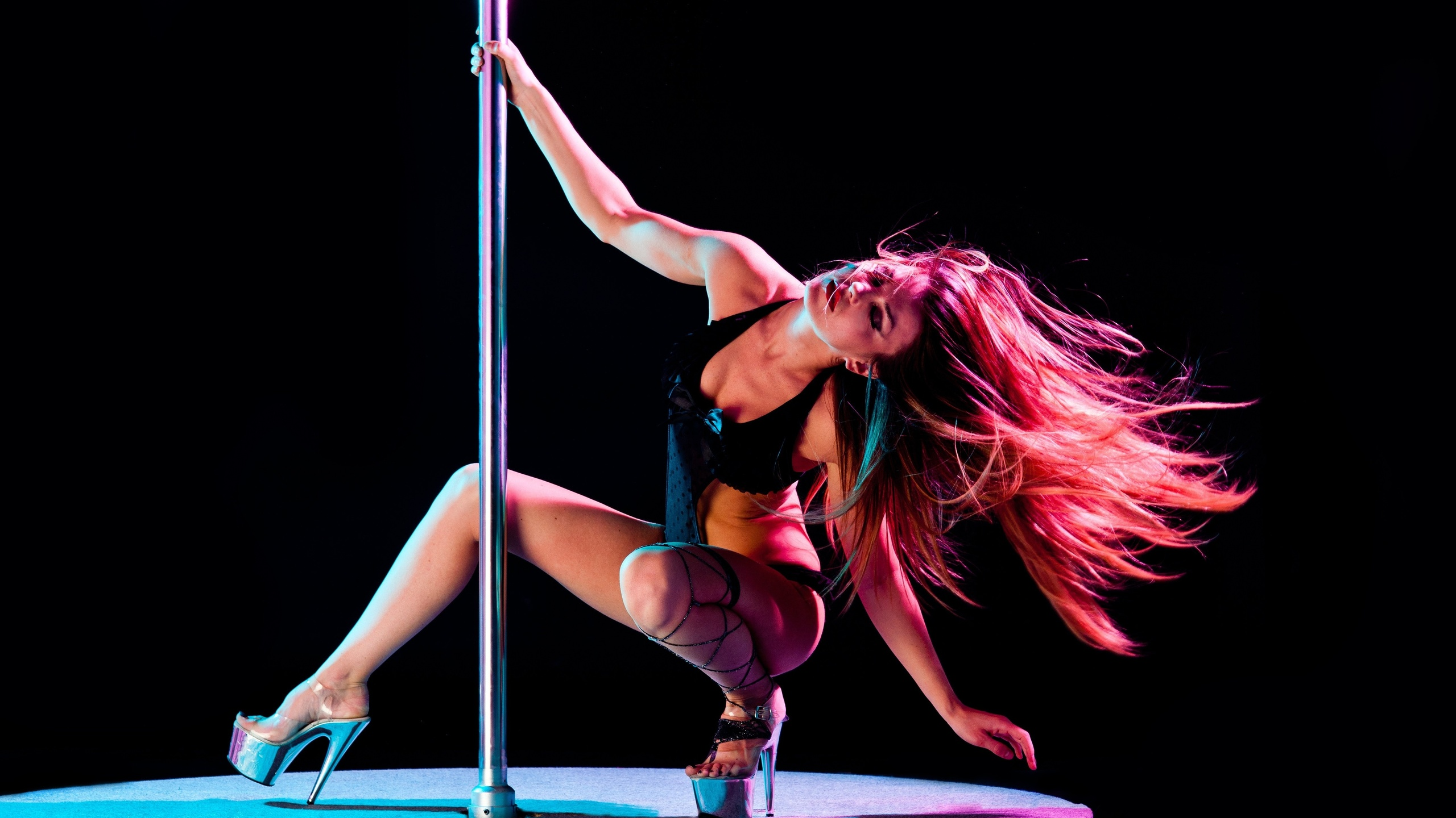 Pole dancing strippers in action