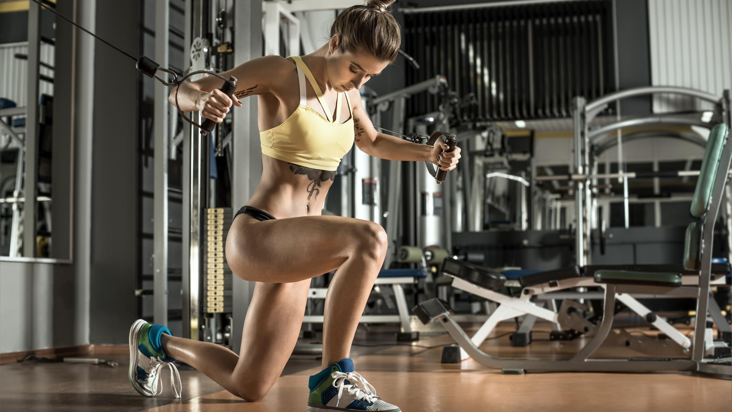 Девушки в спортзалах картинки