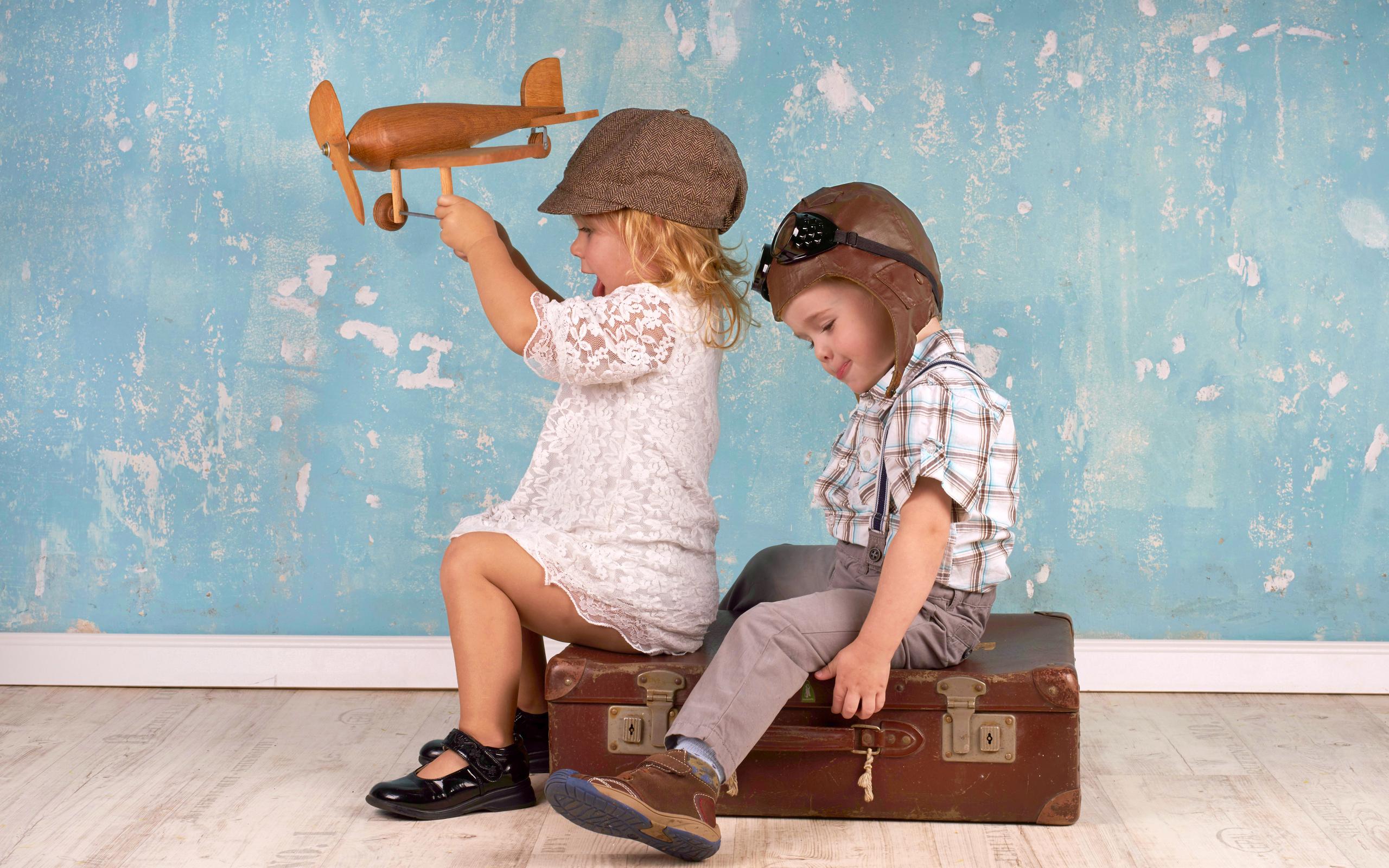 Смешные картинки с мальчиком и девочкой в самолете, открытки