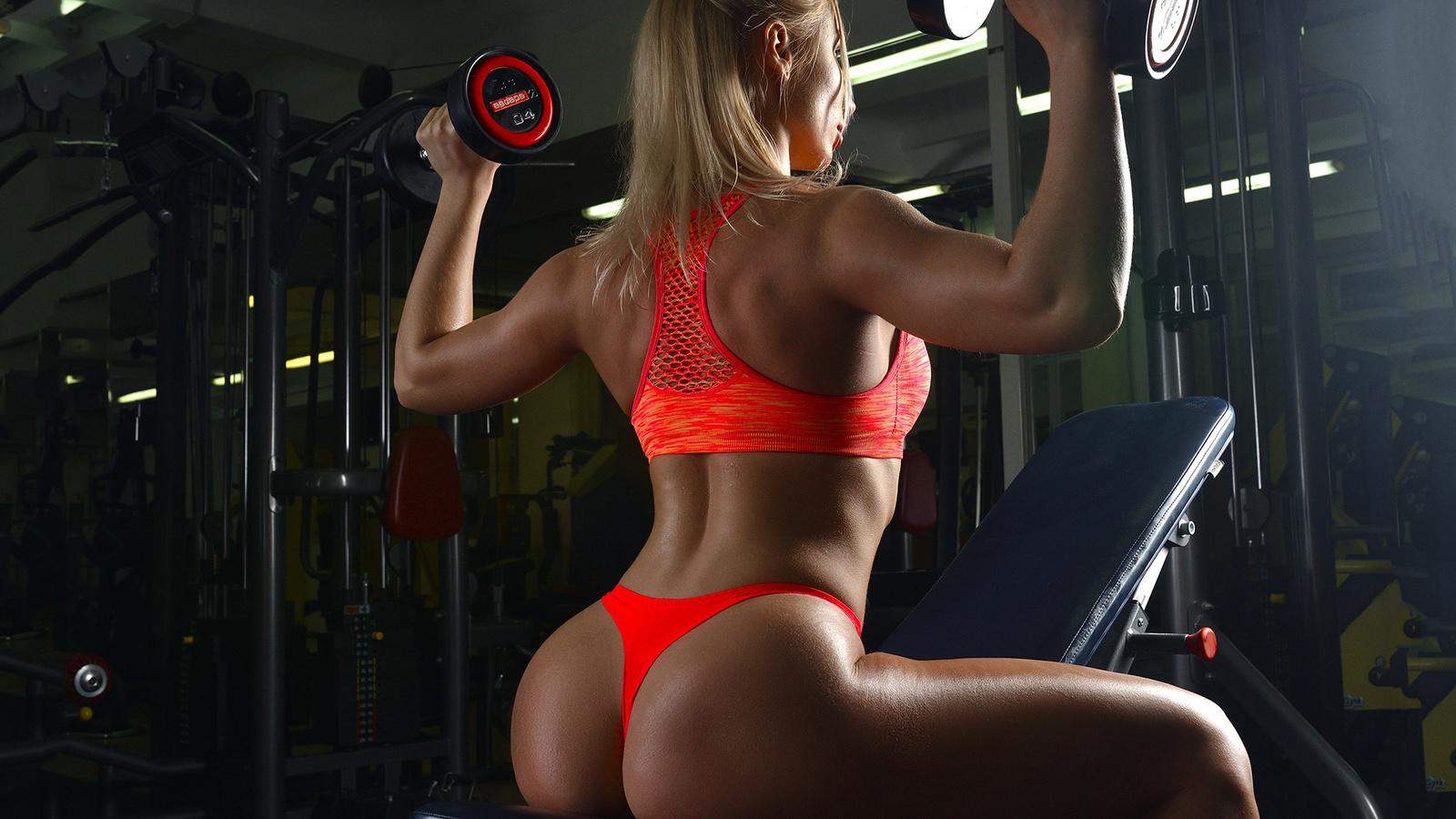 девушки в стрингах в фитнес клубах фото тут вовсе при