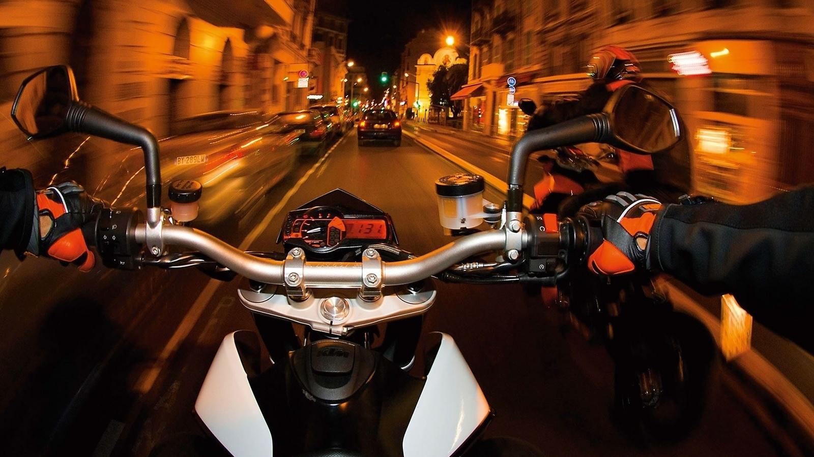 картинки скорости мотоциклиста фона