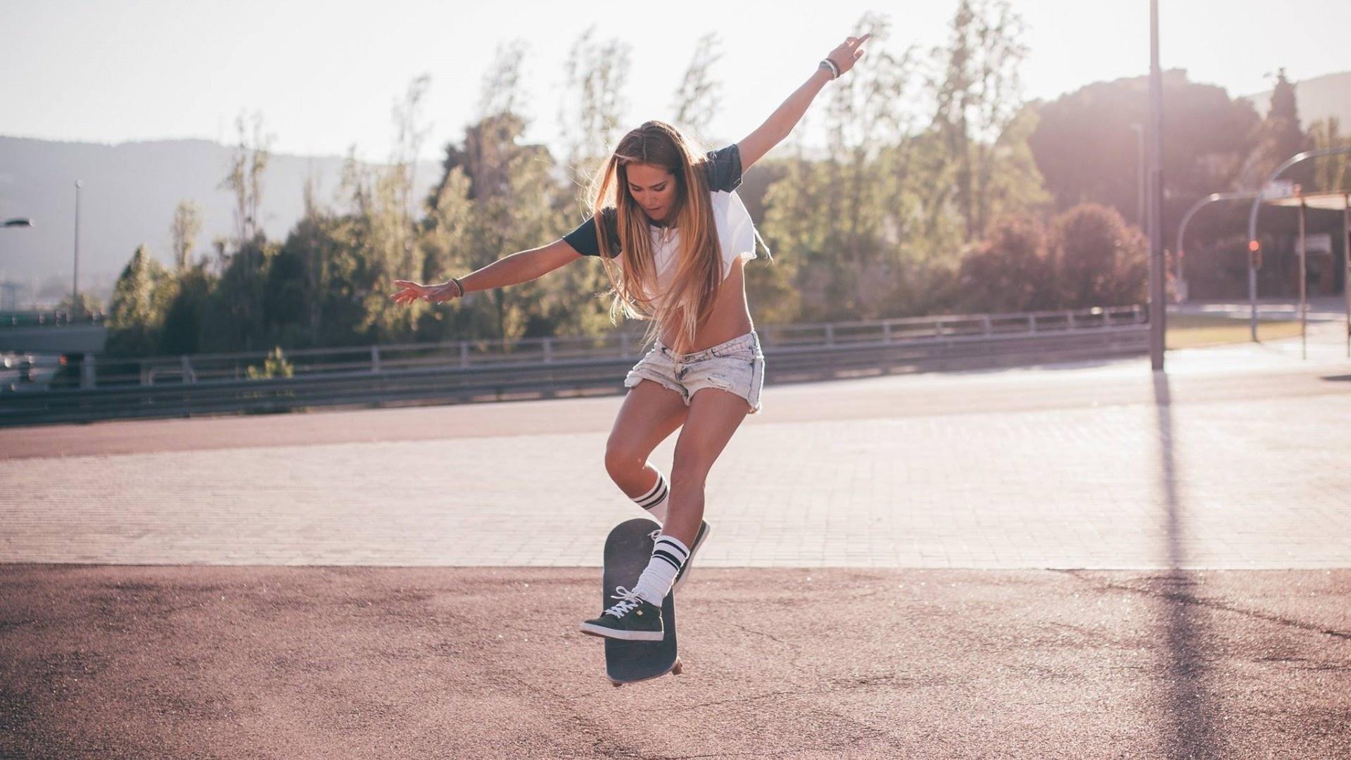 Картинки на аву девушка и спорт